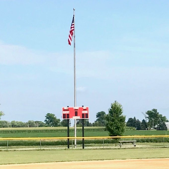 Big #Flags #Flagpoles #Baseball in #America @Minooka, Il #Stone City #Softball. https://t.co/QJ7yXb7bnr https://t.co/AaO8X6kvuT