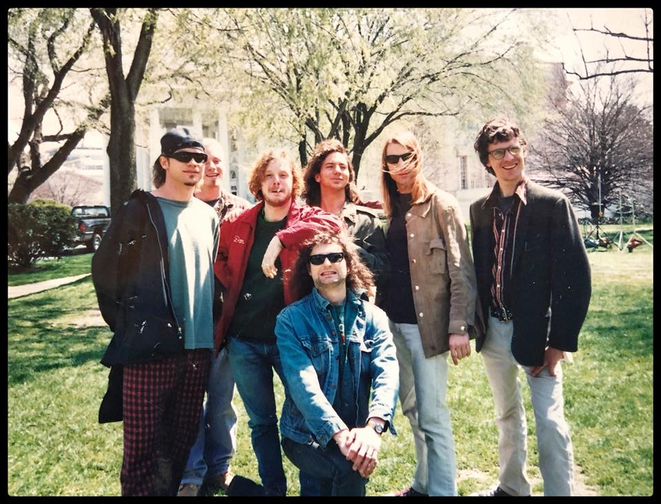 #Throwback Mudhoney & @PearlJam at the White House lawn, April 1994. https://t.co/zXKKMeBbSf
