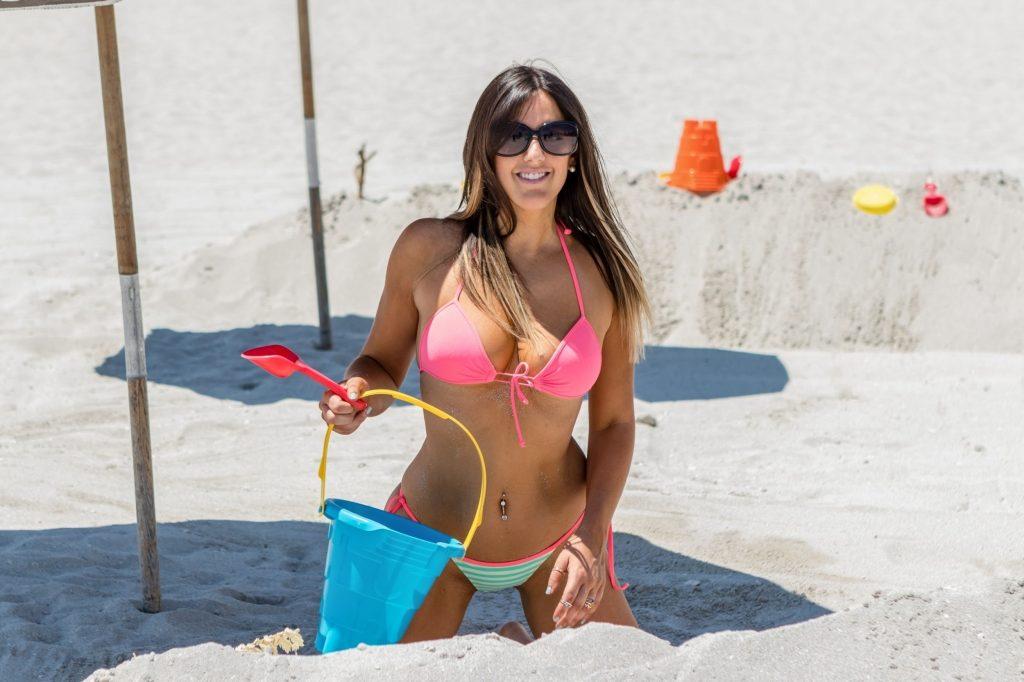 RT @Allswellthaten1: Claudia Romani enjoys a day in the sun in South Beach @ClaudiaRomani https://t.co/PjVbmxTIMn