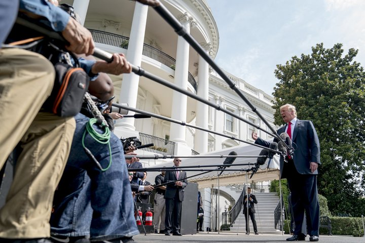 @BroadcastImagem: Donald Trump fala à imprensa na Casa Branca antes de embarcar rumo ao estado de NY. Andrew Harnik/AP