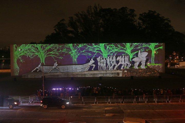 @BroadcastImagem: Monumento às Bandeiras, em São Paulo, recebe projeções da 1ª edição do Festival de Luzes. Nilton Fukuda/Estadão