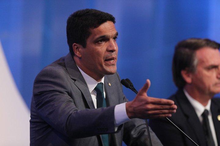 @BroadcastImagem: Cabo Daciolo, candidato do Patriota, em debate da RedeTV! com presidenciáveis. Daniel Teixeira/Estadão