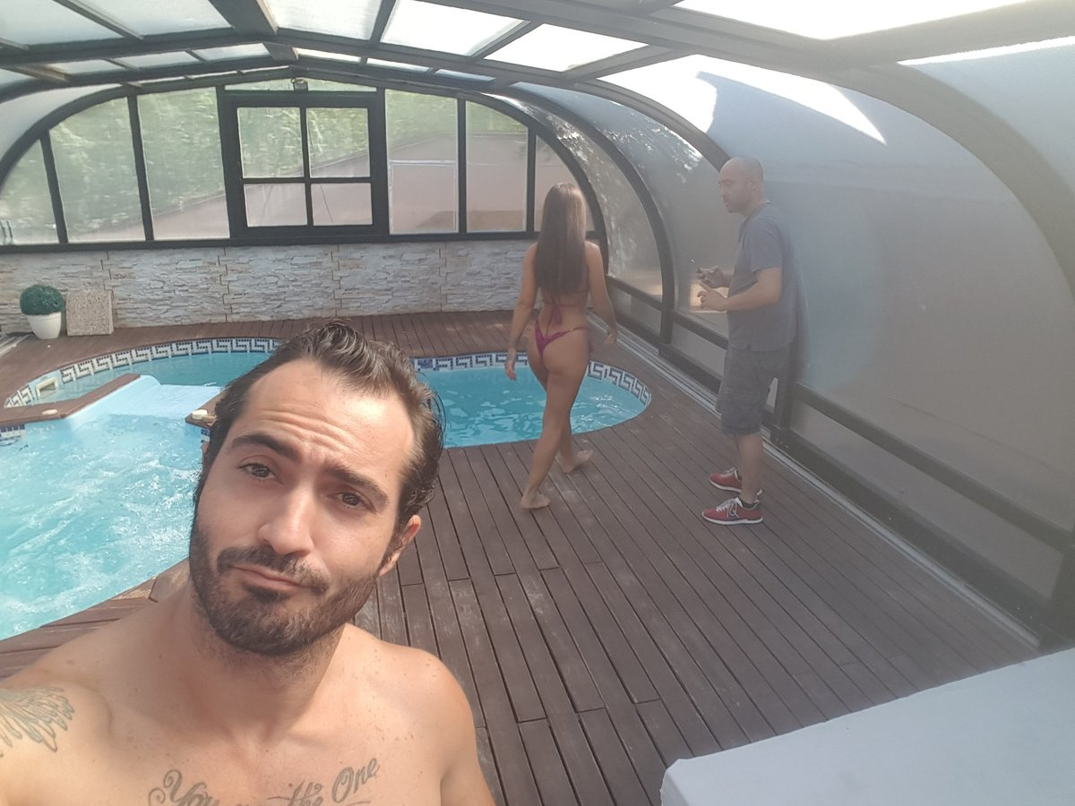 Buen día de rodaje para con y #BG #porn #lifeisporn #pool #jacuzzy