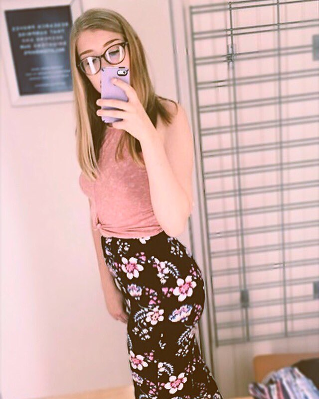 been feelin really sad lately so here's a pic of me all happy when i tried on these super rad flowery pants 💞✨ https://t.co/SxgYXfBJQP