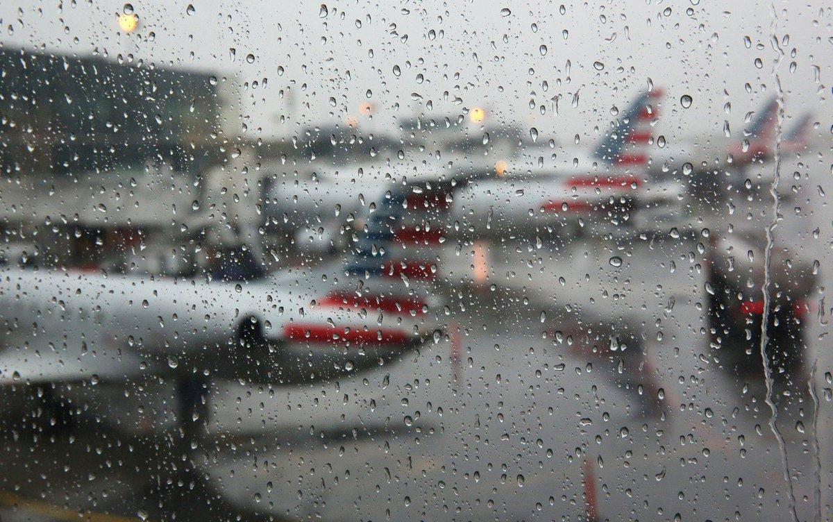 Aeroporto York : Funcionários encontram feto em banheiro de avião em aeroporto de
