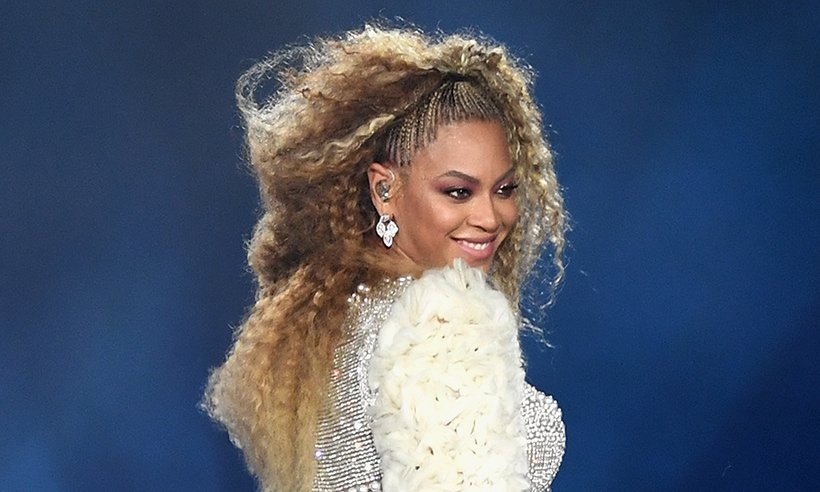 Beyonce wore the most stunning highlighter makeup on her Vogue photoshoot- all the details: