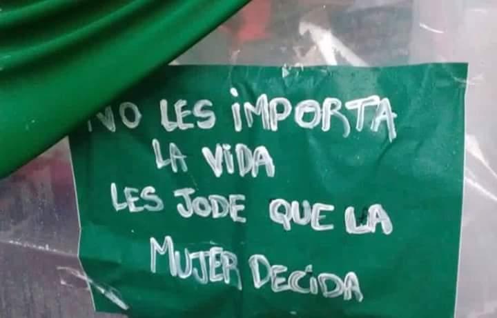 RT @Yo89042186: #AbortoSesiónHistórica #EsHoy #QueSaeaLey  *Un cartel que diga* https://t.co/4Iezict0m8