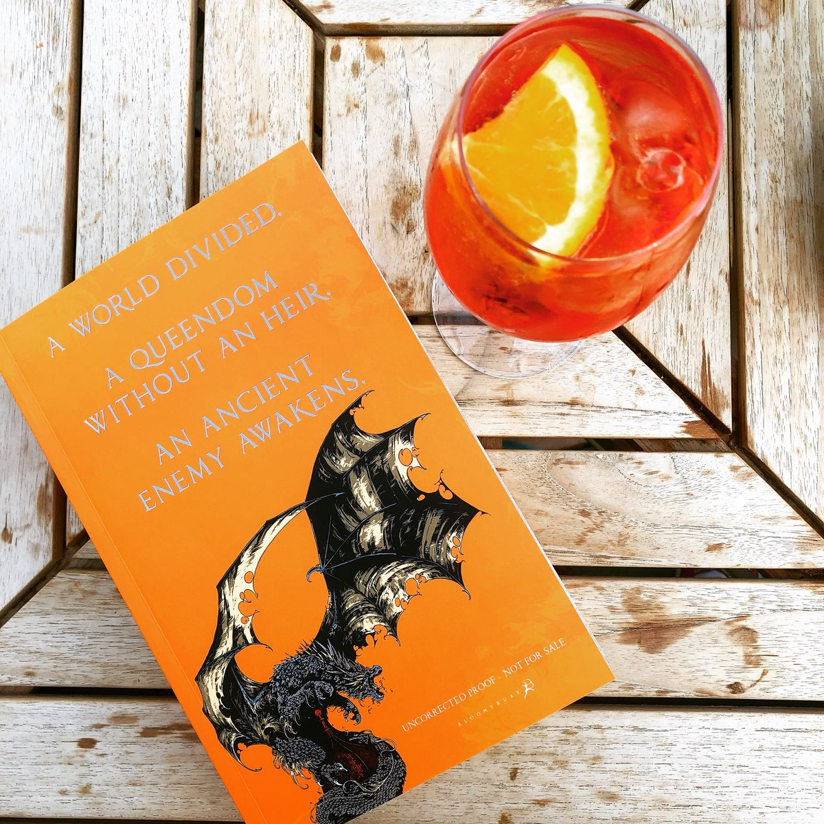 RT @AlwynFJH: Orange Drink orange Book 🍊🐉 #ThePrioryOfTheOrangeTree https://t.co/8w00sipR3r https://t.co/esvnSUFXQm