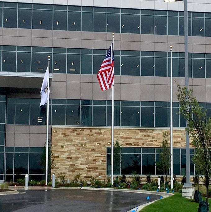 #MercyHealth #Hospital-Riverside  #Rockford, IL #Winch #Flagpoles 40' & 35' https://t.co/9ySOZqfoCZ https://t.co/mQCmxL60XP
