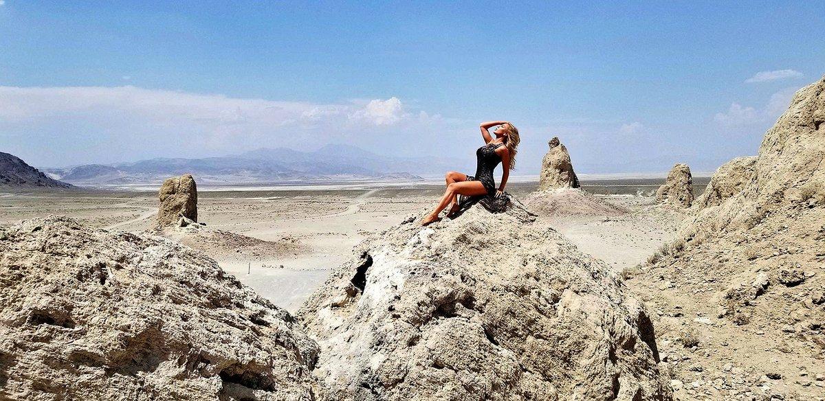 1 pic. The Trona Pinnacles Are An Otherworldly Geological Phenomenon 🌒 LRHFxZMzrZ