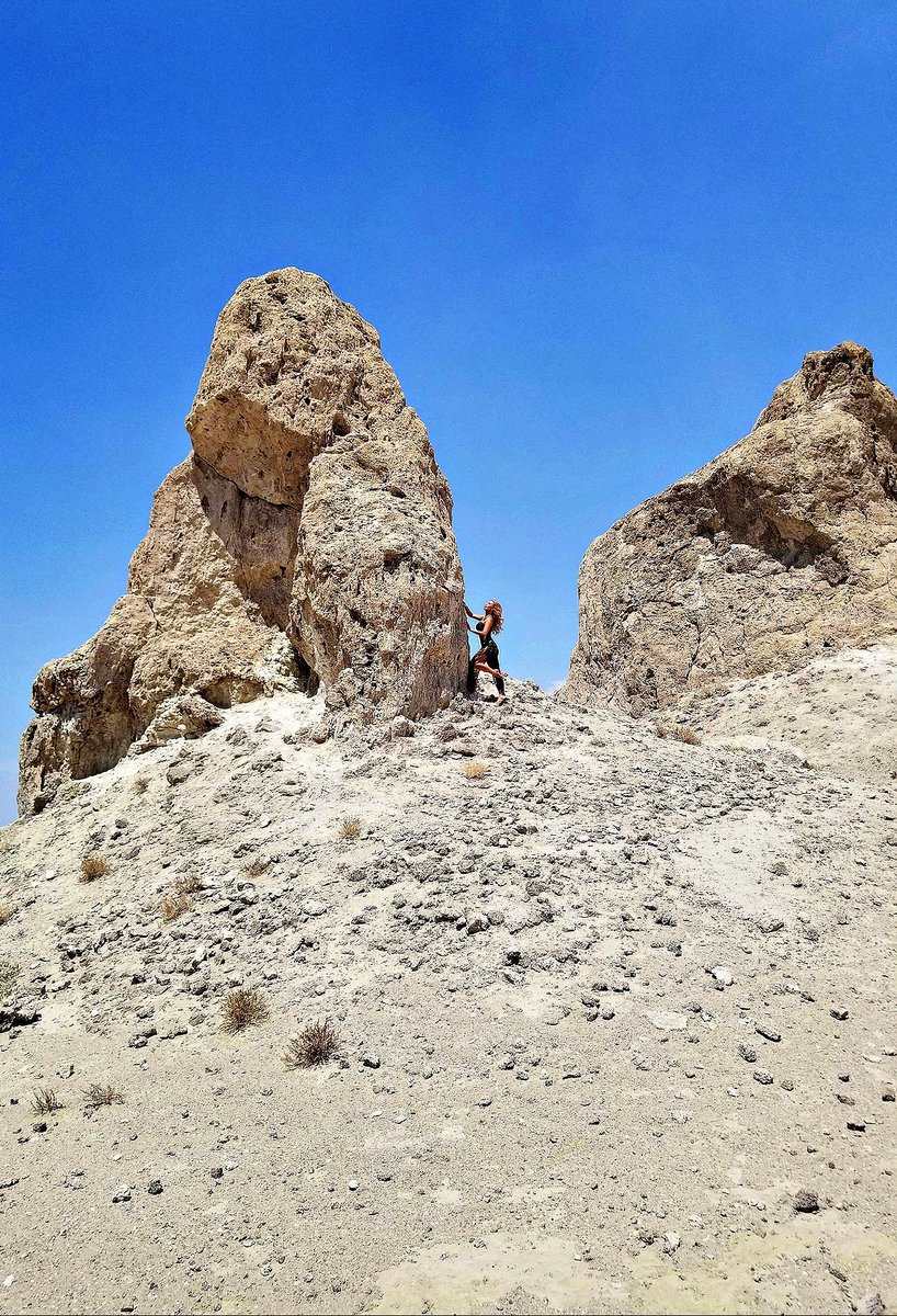 2 pic. The Trona Pinnacles Are An Otherworldly Geological Phenomenon 🌒 LRHFxZMzrZ