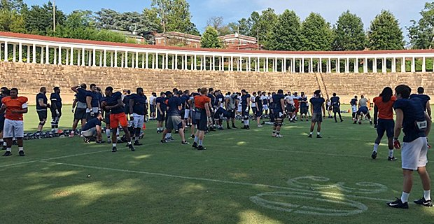 News and notes from #UVA Fall Camp practice No. 6 … https://t.co/j0I98xPUX3 https://t.co/1hembVJCMn