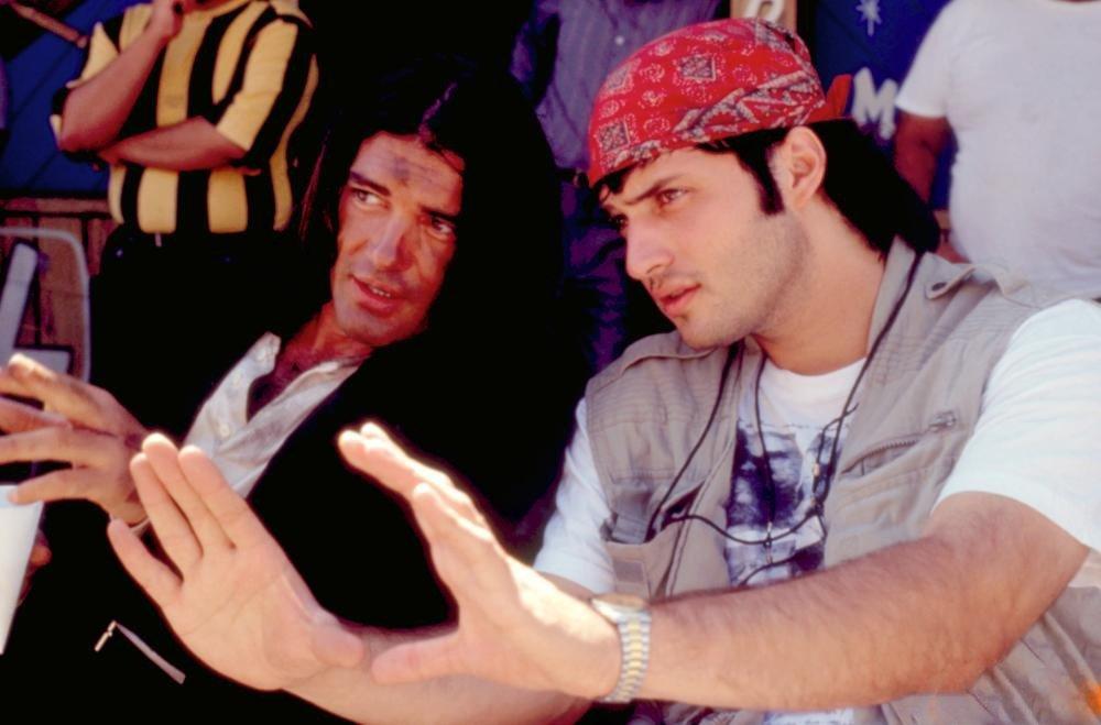 Happy 58th birthday to Antonio Banderas, seen here with Robert Rodriguez on the set of \Desperado\ (1995).