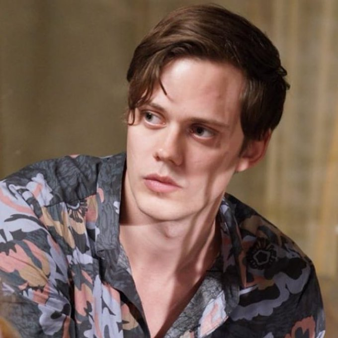 HAPPY BIRTHDAY TO THE OTHER LOCE OF MY LIFEEEE AKA BILL SKARSGARD. TE AMO PAPI