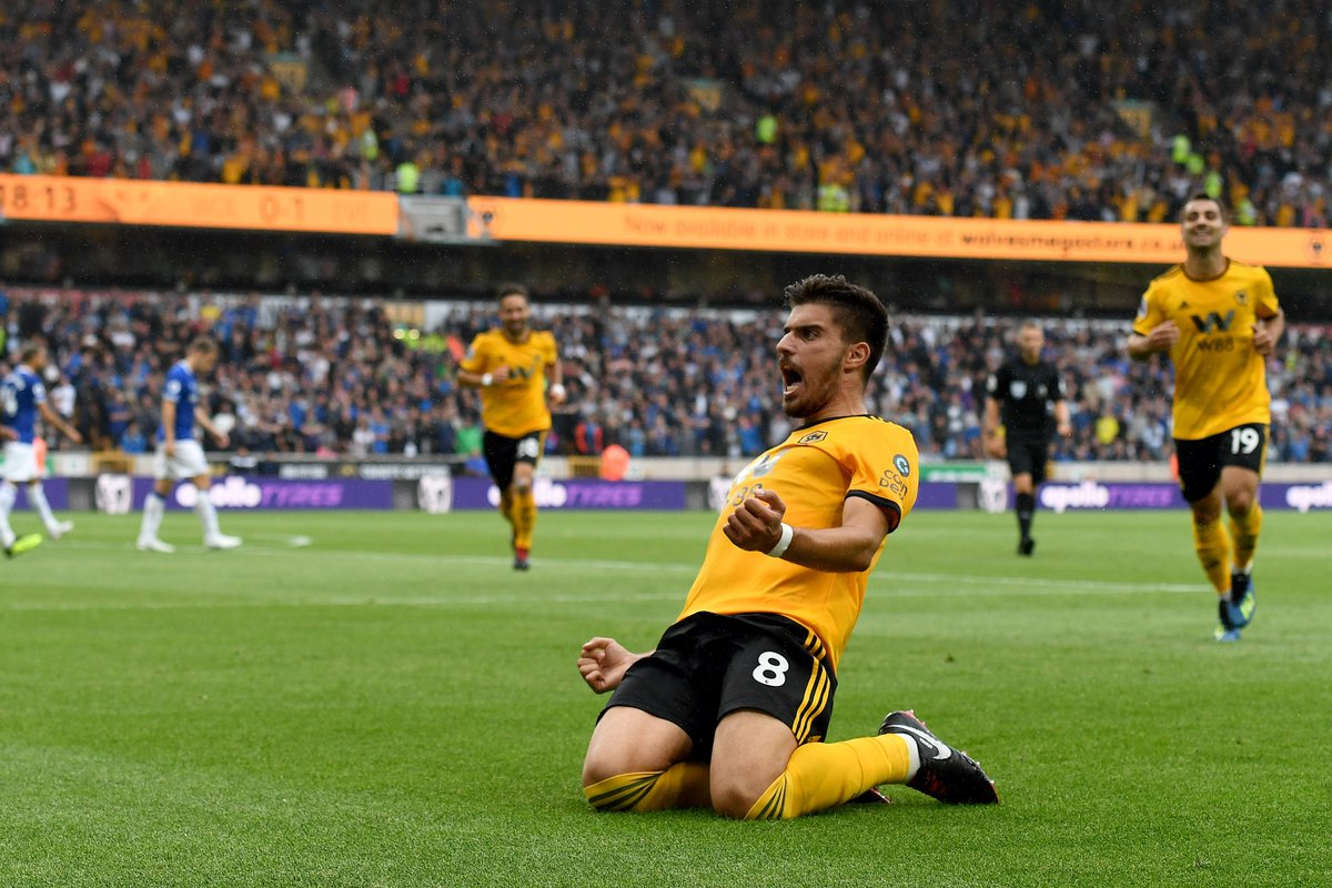 RT @Wolves: So good to see scenes like these at Molineux again.   😍🙌 https://t.co/QI2eYBm6Be