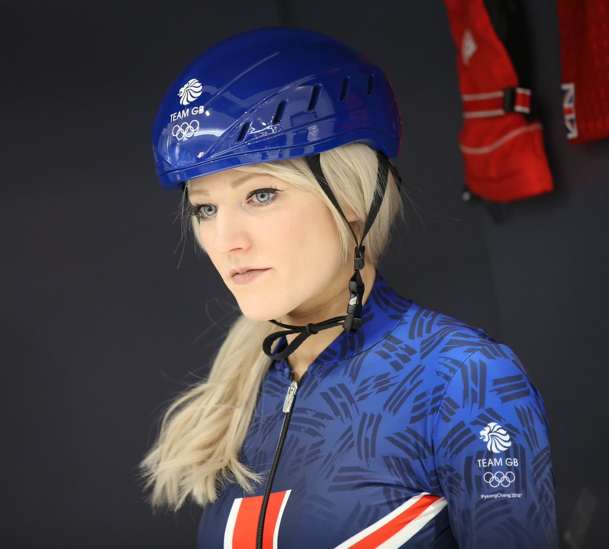 RT @OctagonUK: Happy Birthday to our @Elise_Christie! We hope you have a lovely day today  #icequeen #speedskating https://t.co/zoYqKHyCvi
