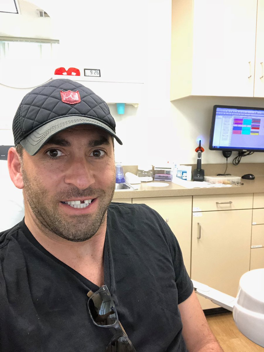 Emergency trip to the dentist on a Monday morning. How's your week going? 4GP2ic1NC9