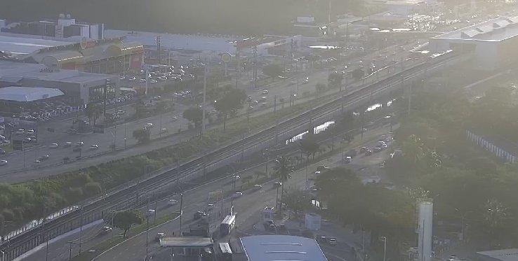 #Trânsito livre nos dois sentidos da Avenida ACM, nas proximidades da Estação Detran do Metrô. Foto: Transalvador. https://t.co/o9ZS9ud6CX