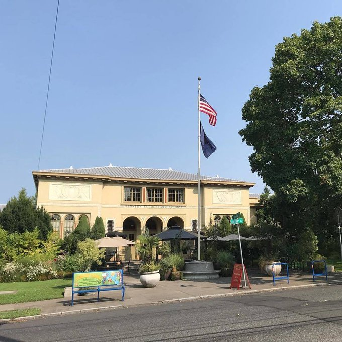 McMenamins Kennedy School flying a US and Oregon State Flag. This school, near downtown Portland, was converted to a hotel. You get the sense you're at Hogwarts inside except you can enjoy a pint or watch a movie in the old auditorium. https://t.co/uNdPRob2Lf https://t.co/FifkpUC8hR