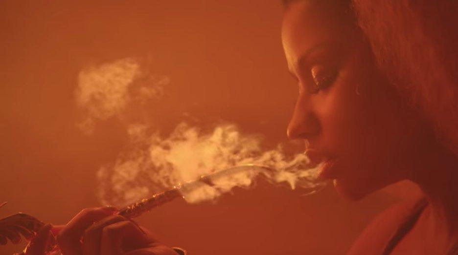 Watch Nicki Minaj's sexy, desert-set video for