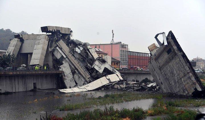 @BroadcastImagem: Ponte desaba na Itália e deixa mortos; ministro fala em 'grande tragédia'. Luca Zennaro/AP
