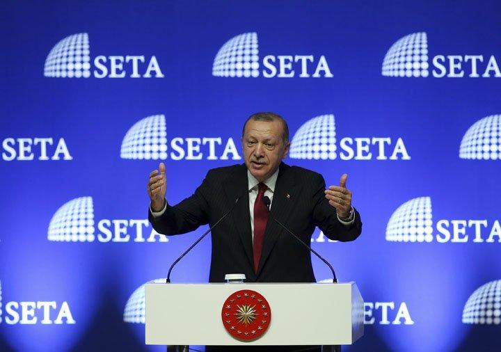 @BroadcastImagem: Erdogan anuncia boicote da Turquia a produtos eletrônicos dos EUA. AP Photo