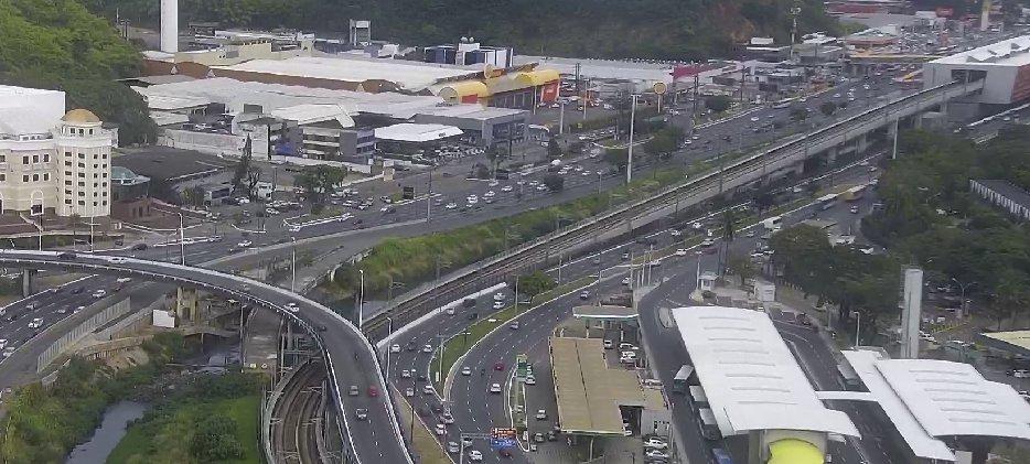#Trânsito livre:  • Avenida ACM e imediações da rodoviária. • Ligação Iguatemi-Paralela (LIP). https://t.co/9CEqwjAKd0