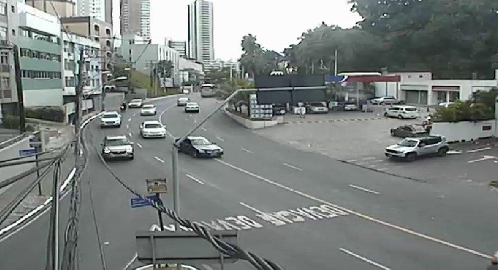 #Trânsito livre: • Dois sentidos da Avenida Oceânica. • Avenida Manoel Dias da Silva (Pituba). Fotos: SSP - BA https://t.co/a4CsNszYTn