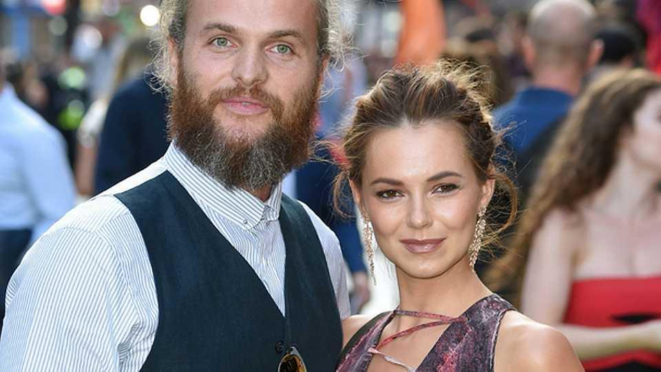 Pregnant celebrities 2018: Kara Tointon sparks pregnancy rumours as she 'cradles' tummy