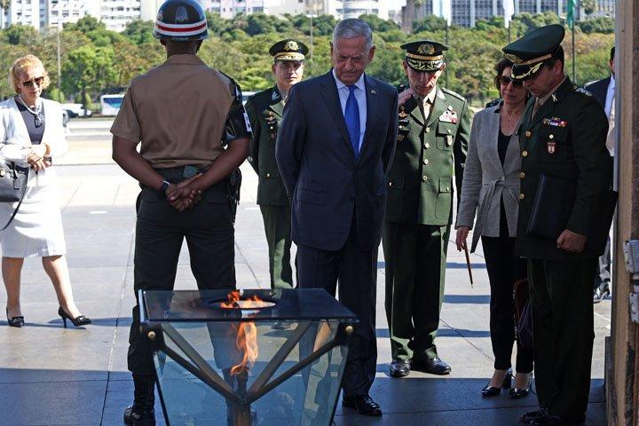 @BroadcastImagem: Intenção não é 'militarizar o espaço', diz secretário de Defesa dos EUA em visita ao Rio. Fábio Motta/Estadão