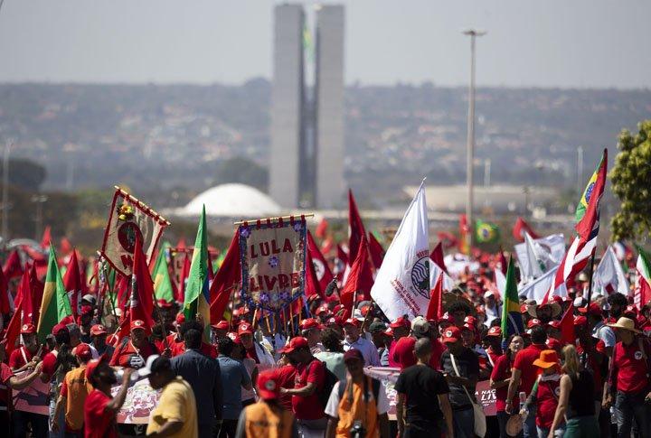 @BroadcastImagem: Sem-terra realizam marcha em Brasília para exigir candidatura de Lula. Wilton Júnior/Estadão