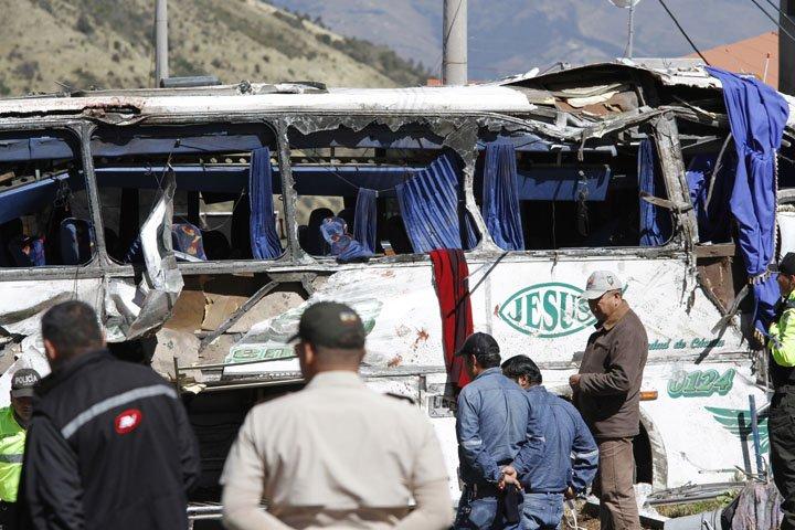 @BroadcastImagem: Acidente com ônibus internacional mata 24 pessoas na periferia de Quito, no Equador. Carlos Noriega/AP