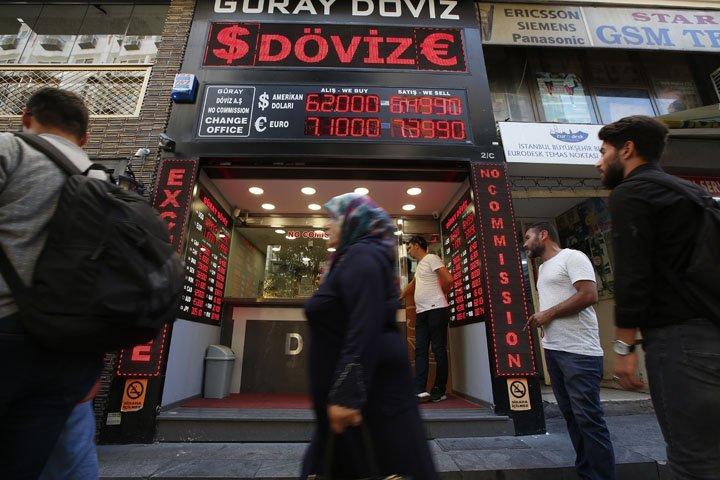 @BroadcastImagem: Empresas turcas pedem política monetária mais rígida ao governo para superar crise cambial. Burhan Ozbilici/AP