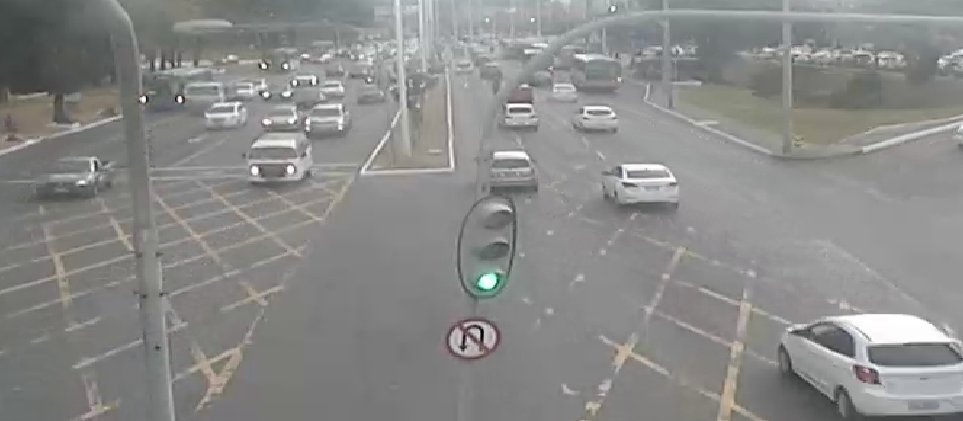 #Trânsito intenso nos dois sentidos da Avenida ACM, nas proximidades do Hiper Posto. Foto: SSP-BA. https://t.co/o5up6IP3eN