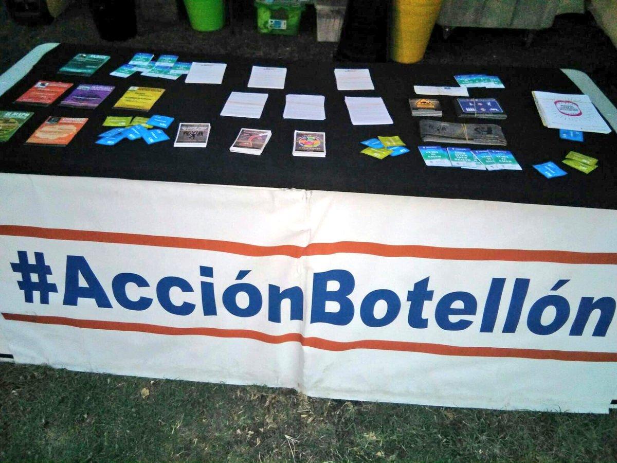 test Twitter Media - Seguimos en las #FiestasDeLaPaloma acompañados con un gran grupo de chicas y chicos con los que hablamos sobre el #Alcohol y los riesgos asociados a su consumo. ¡Síguenos en #AcciónBotellón ! @abd_ong @CRJ_CAM @policiademadrid @SAMUR_PC @madridsalud https://t.co/nNwlaVWW0x