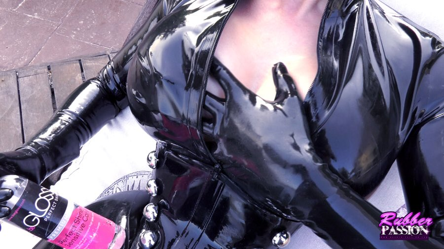 1 pic. Catwoman glosses up using her favourite shiner 😉 Corset: catsuit: #Rubber55