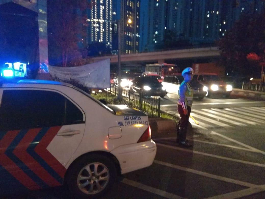 RT @TMCPoldaMetro: 18.57 Arus lalu lintas di Traffic light Tomang Jakbar terpantau ramai lancar. https://t.co/JgHE5Hhosy