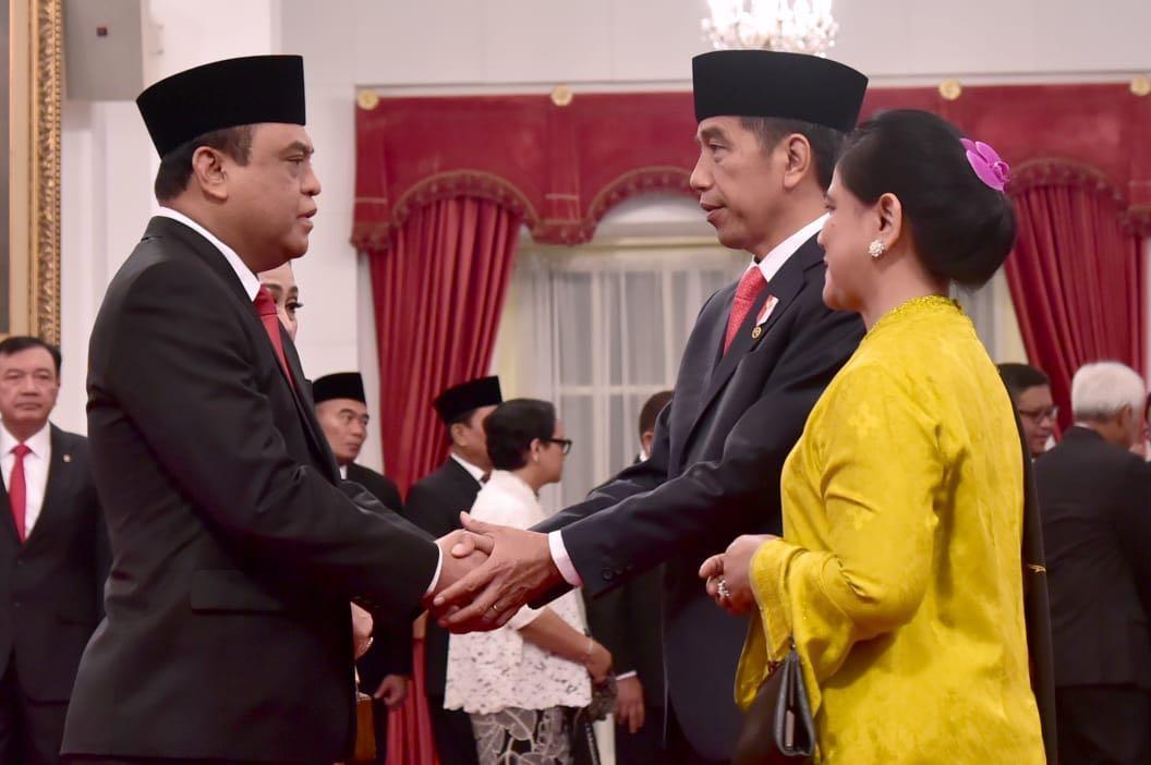 RT @jokowi: Selamat bertugas Pak Syafruddin sebagai Menteri Pendayagunaan Aparatur Negara dan Reformasi Birokrasi. https://t.co/1YRzOgcqKy