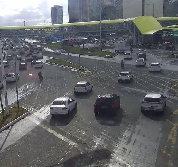 #Trânsito fluindo:  • Avenida ACM e imediações da rodoviária. • Ligação Iguatemi-Paralela (LIP). https://t.co/4SuYAZuBLQ