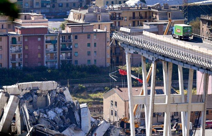 @BroadcastImagem: Buscas por vítimas de queda de ponte continuam em Gênova; Número de mortos chega a 39. Luca Zennaro/AP