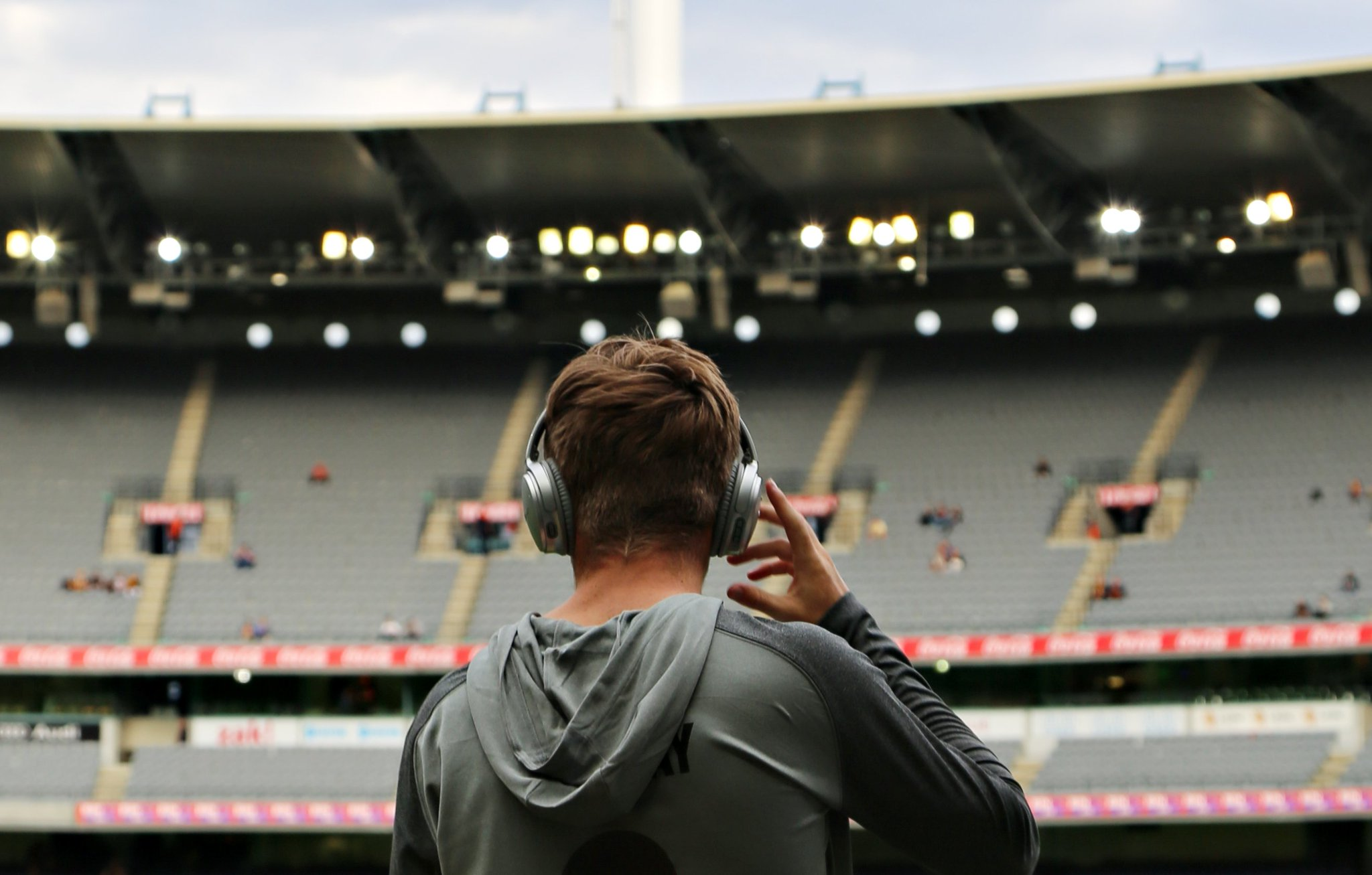 World class sounds meets first class Collingwood athlete tonight. Where!? The @Bose_Australia store at Emporium Melb. Come for a meet + greet from 6-7pm. #FOREVER https://t.co/DFCnQKToig