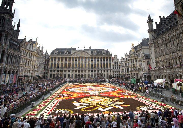 @BroadcastImagem: Tapete de flores gigante, dedicado à cidade mexicana de Guanajuato, encanta visitantes em Bruxelas. Virginia Mayo/AP