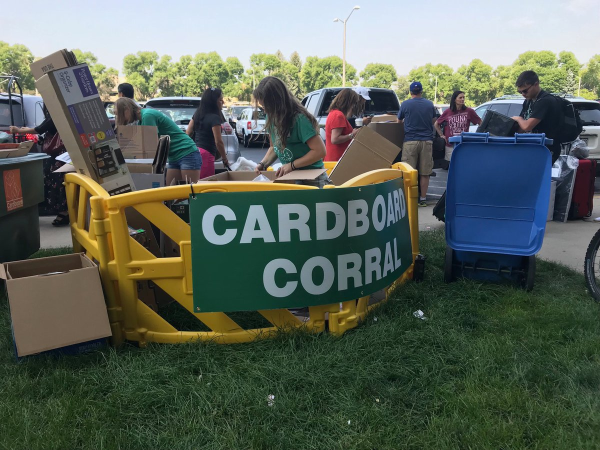 Move in #ProTip: ♻️ at cardboard corrals located by every hall   #RamWelcome https://t.co/rr40ZTVqKN