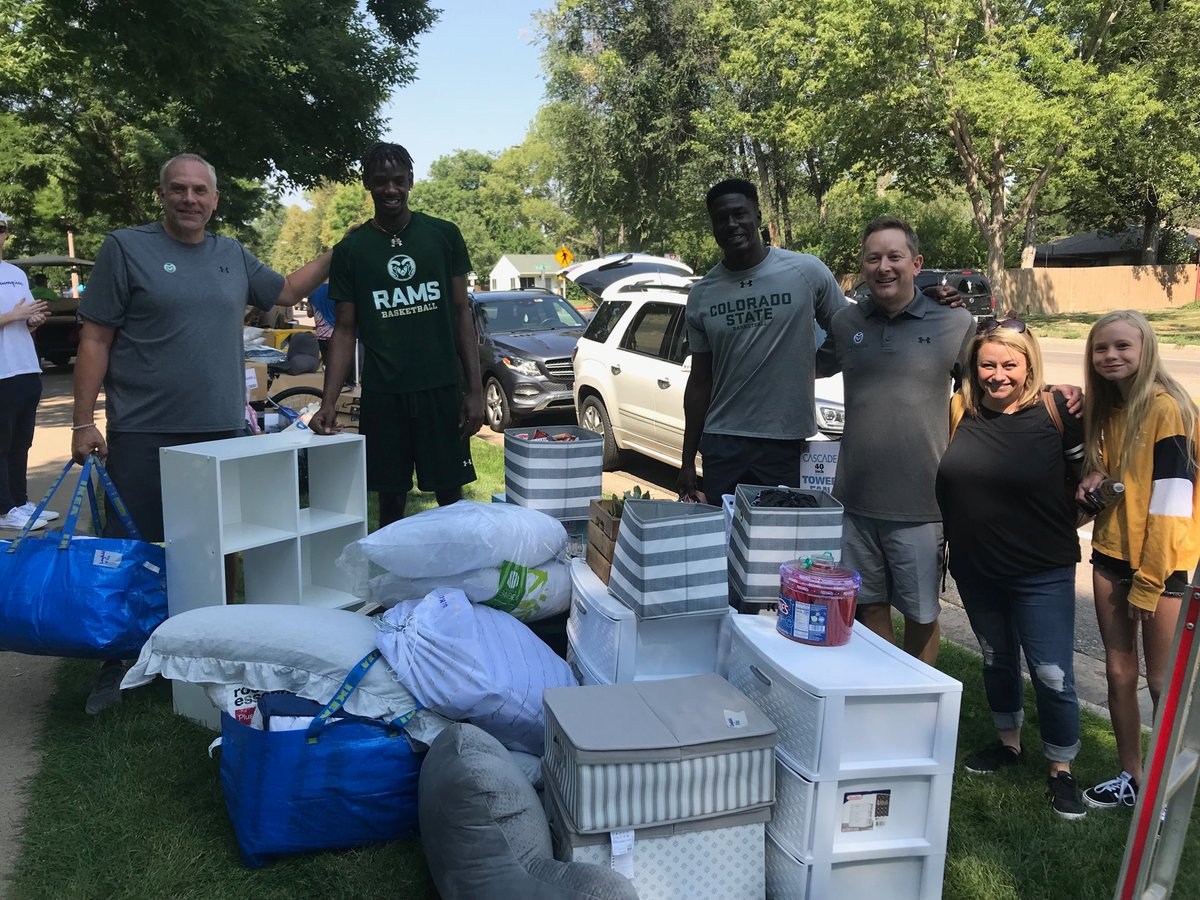 Move In #ProTip: Get @coachNikoMedved and @CSUMBasketball to help haul your stuff 🏀 #RamWelcome https://t.co/PukwgekDv9