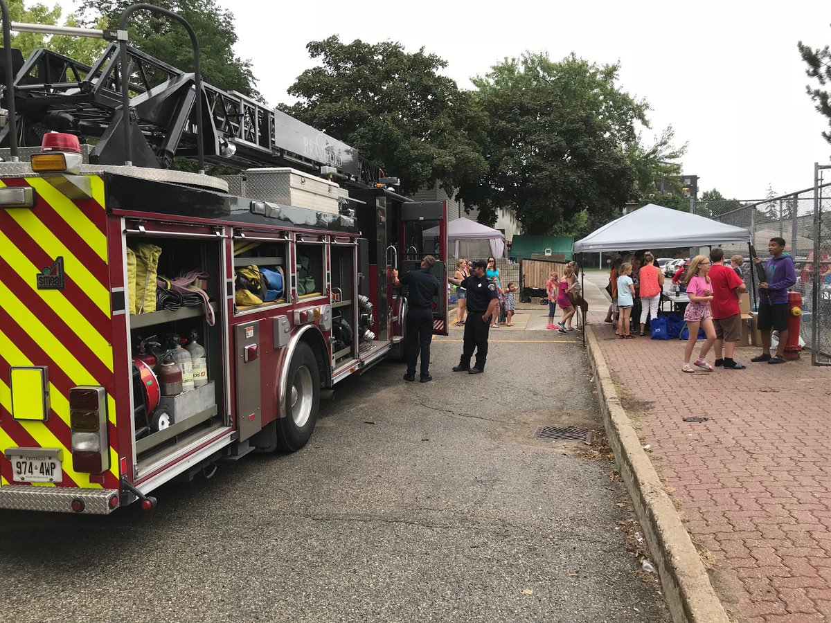 Brantford Fire Station 3 at back to school event, Northland Gardens stop by and visit our crew. https://t.co/UsQh86sdDe