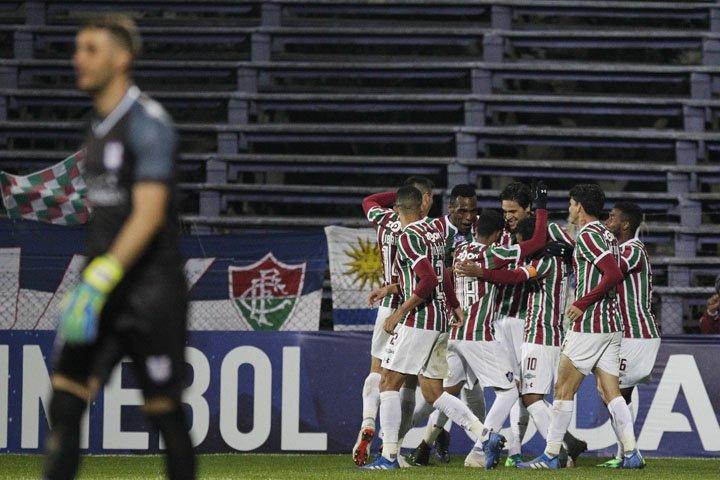 @BroadcastImagem: Fluminense ganha de novo do Defensor e pega o Cuenca nas oitavas da Sul-Americana. Matilde Campodonico/AP