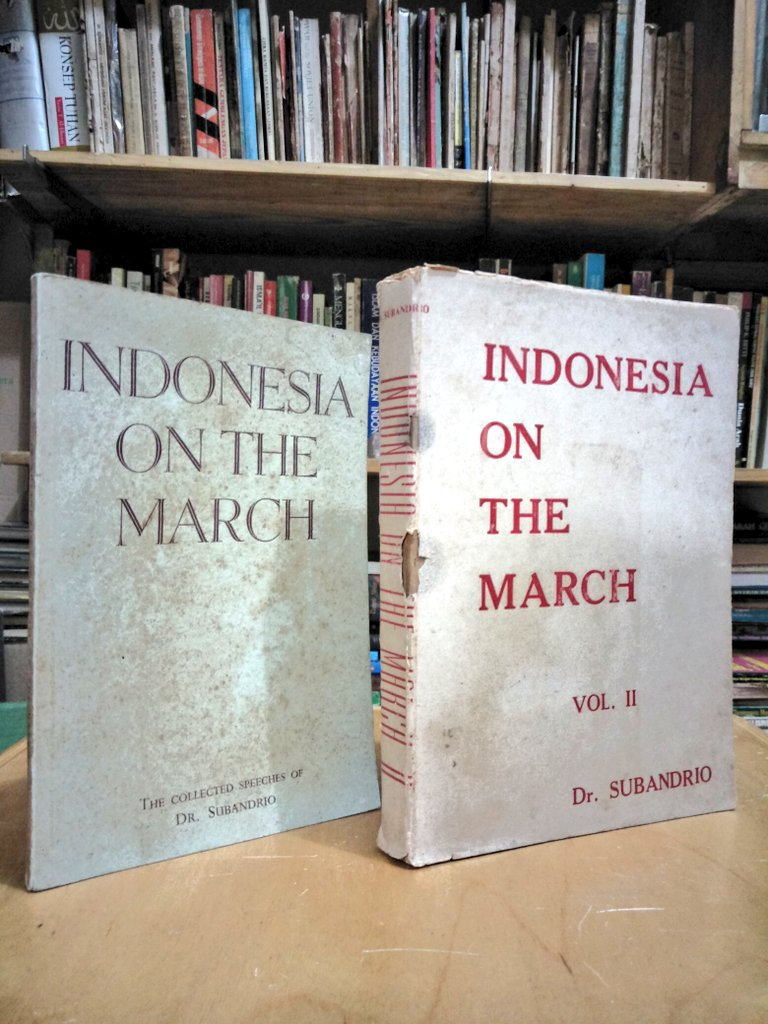 Buku Langka> Indonesia On The March.   Oleh; Dr. Subandrio.   Tahun 1959.  2 jilid. Minat?  GRATIS ONGKIR #17an https://t.co/u5JEVwYXZ4