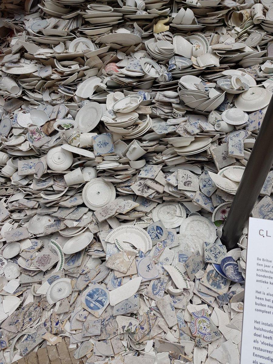 test Twitter Media - Sculpturale interventie, dames en heren. Duizenden scherven. Ontregelend, hè. Kunst in het Zuiderzeemuseum. https://t.co/FxhDbP9lIA