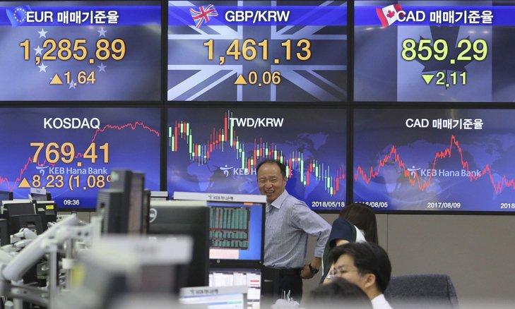 @BroadcastImagem: Bolsas asiáticas fecham majoritariamente em alta, mas chinesas são exceção. Ahn Young-joon/AP