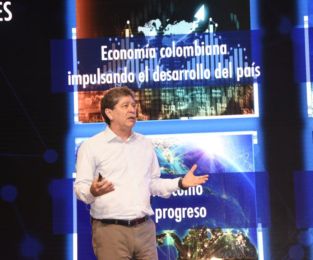 #Hacienda| Andi propone al Gobierno crear Comité de Desarrollo Empresarial Permanente https://t.co/m1eTyski6E https://t.co/VwottbxOKM